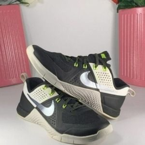 Nike Flywire Women's Running Shoes Black/White 7.5